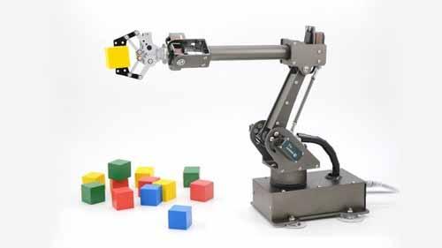 robot arm picking cubes